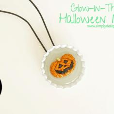 Glow In The Dark Necklace Halloween Craft | #halloween #halloweencraft #craft