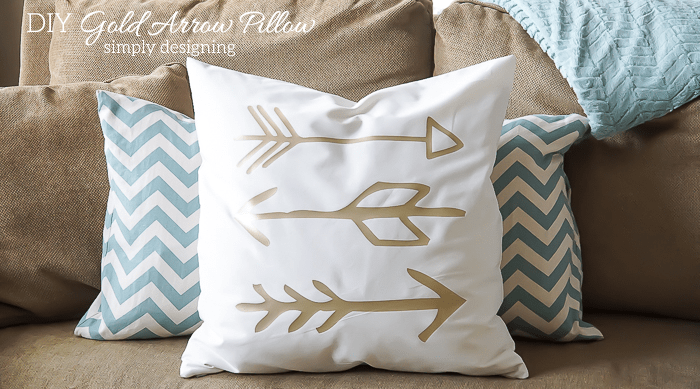 DIY Gold Arrow Pillows - I love these pillows
