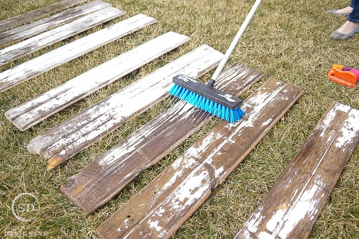How to Clean Barn Wood