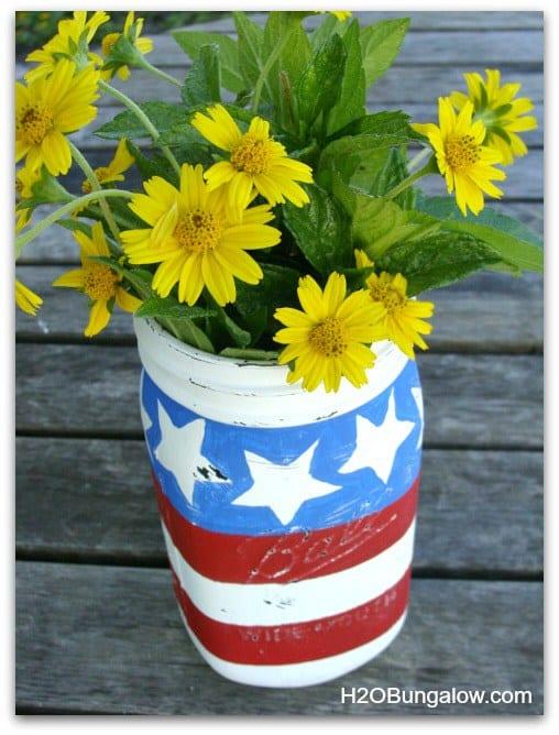 Patriotic-Mason-Jar-Flower-Vase-H2OBungalow