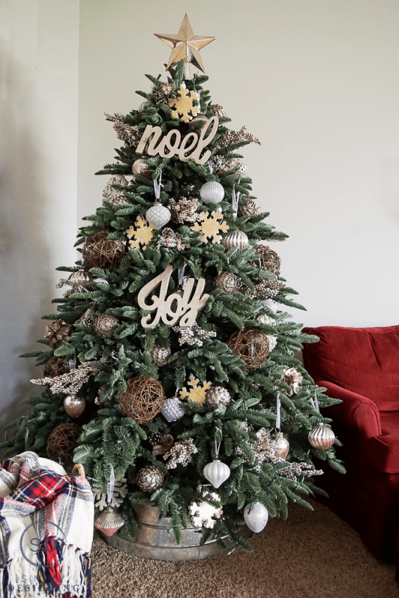 Farmhouse Style Christmas Tree