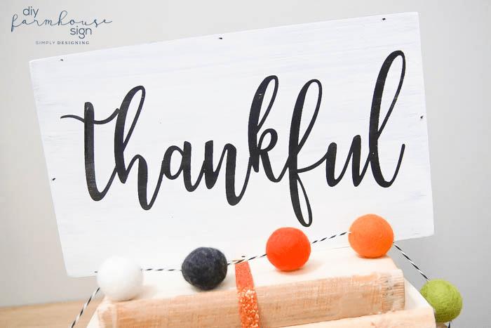 DIY Farmhouse Thankful Sign