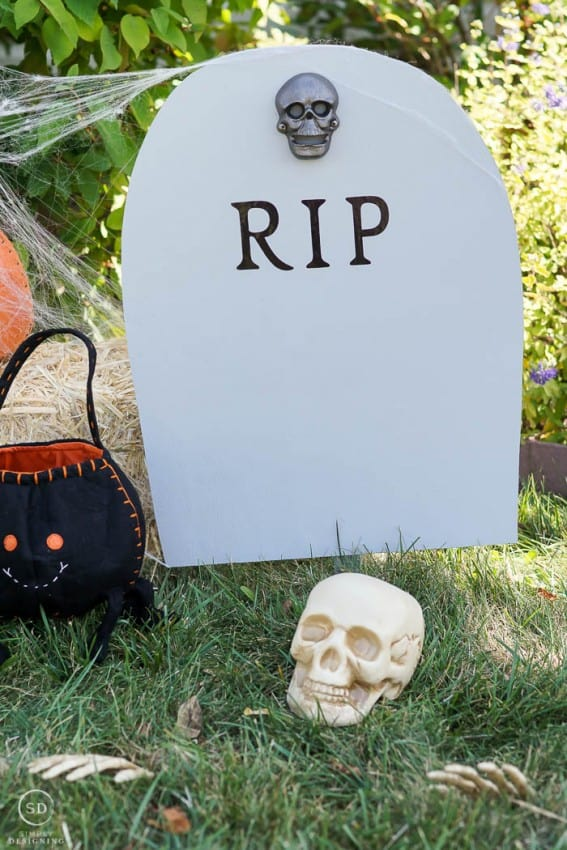 DIY Harvest Yard Sign - RIP Headstone Decoration