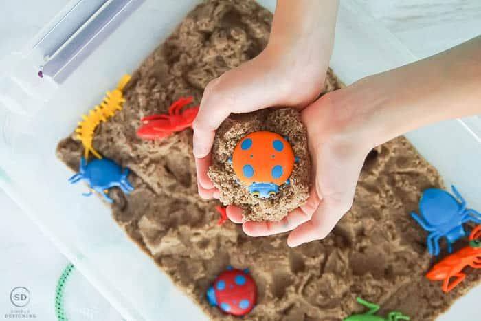 bug sensory bin - a great sensory activity for boys and girls