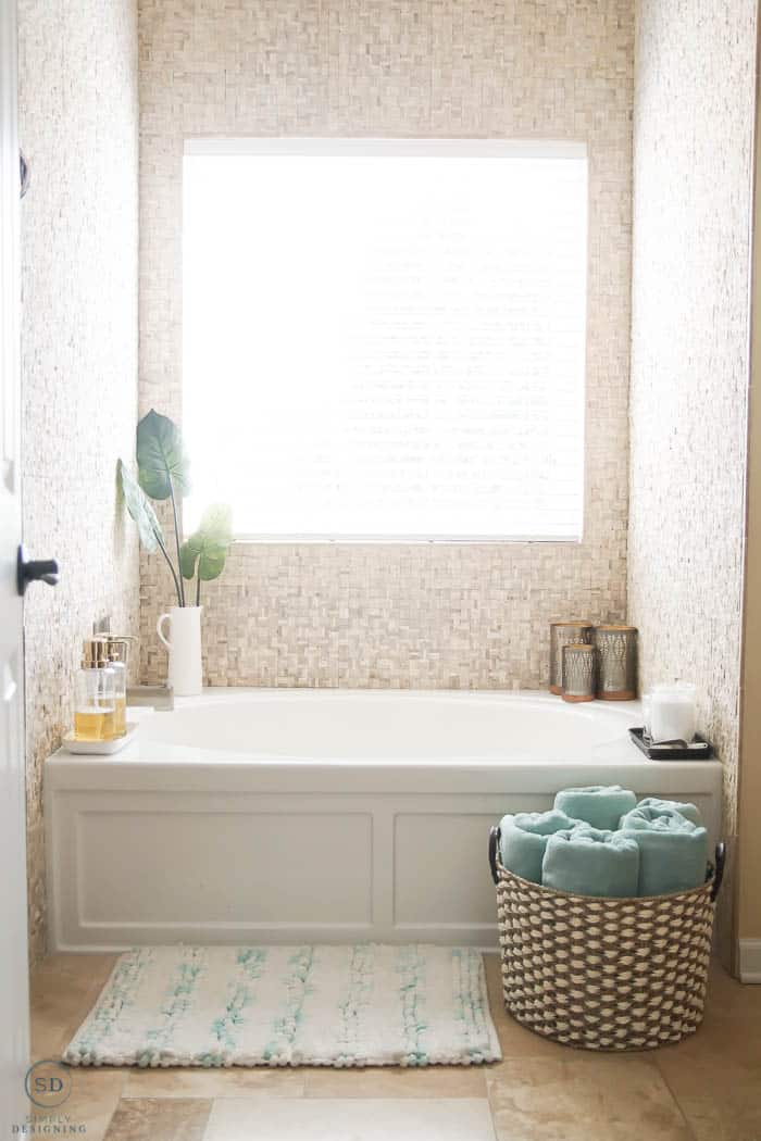 Easy and beautiful bath tub decorations