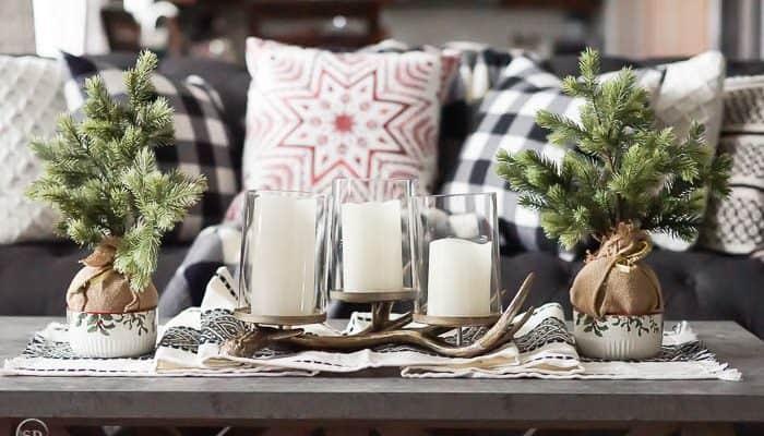 Farmhouse Christmas Decorations + Printable Countdown Calendar