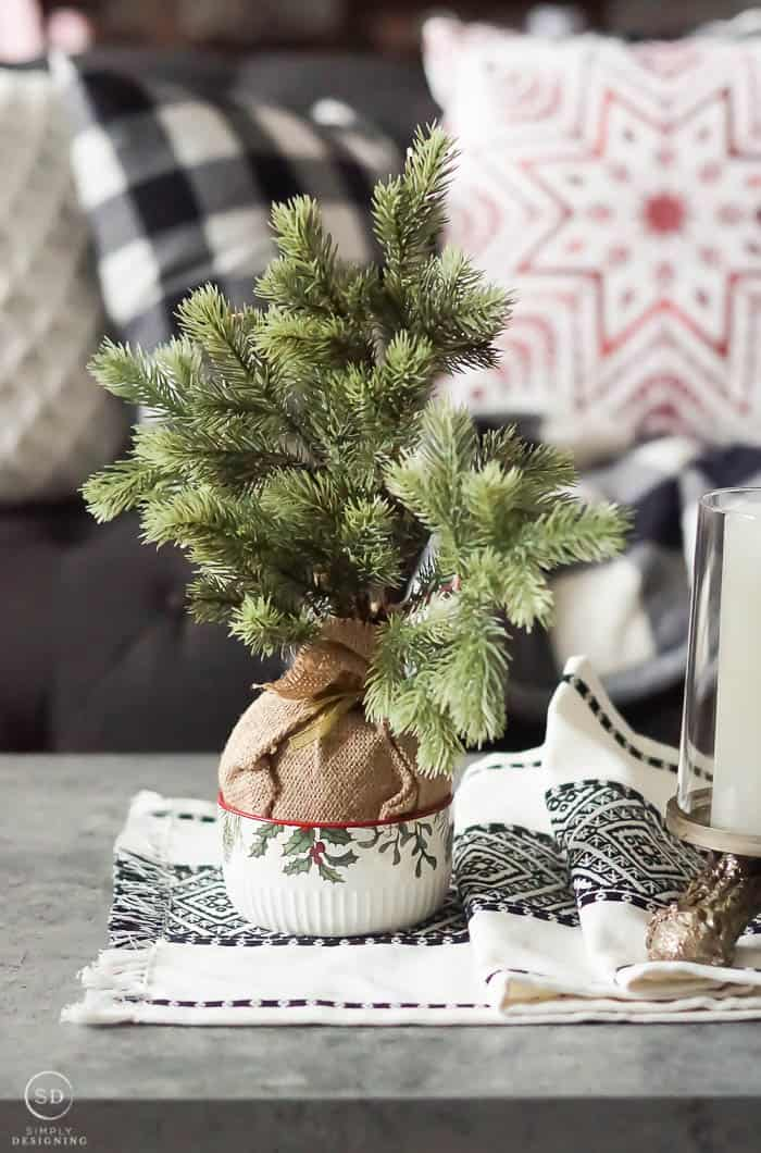 Farmhouse Christmas coffee table decor