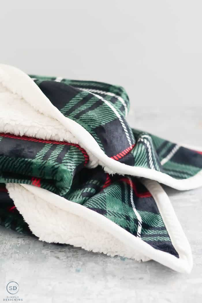 Christmas Gift Ideas Under $25 : plush plaid blanket