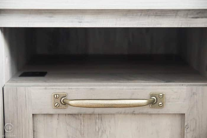 beautiful handles on nightstands