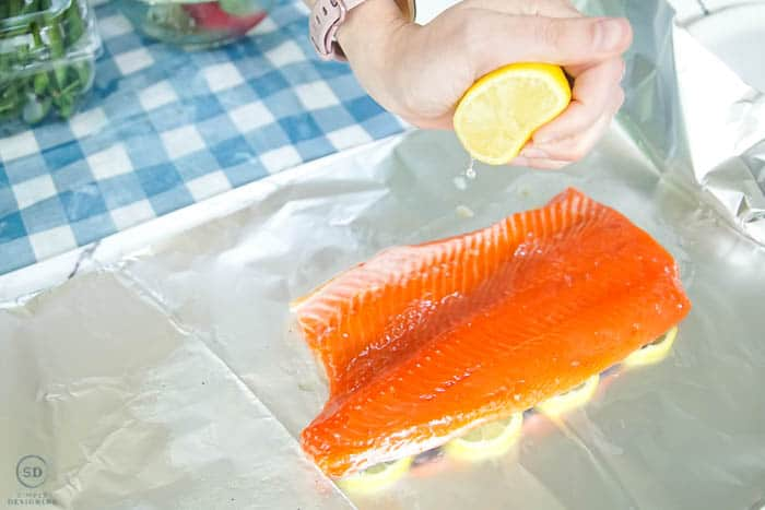 squeeze lemon on salmon