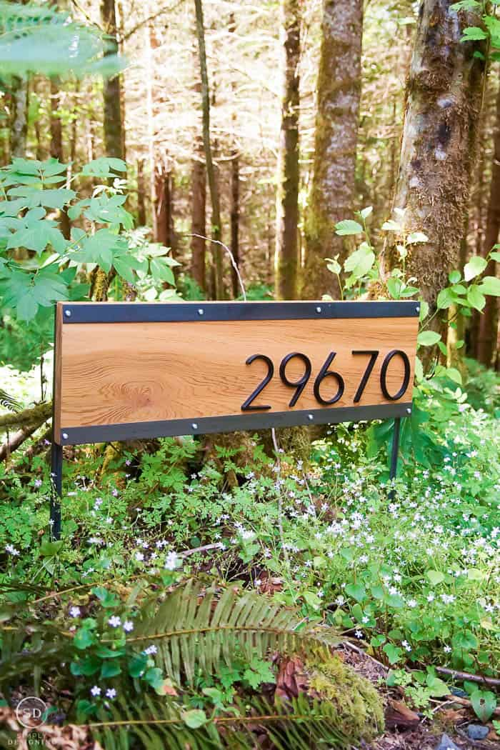 sign for house to show address